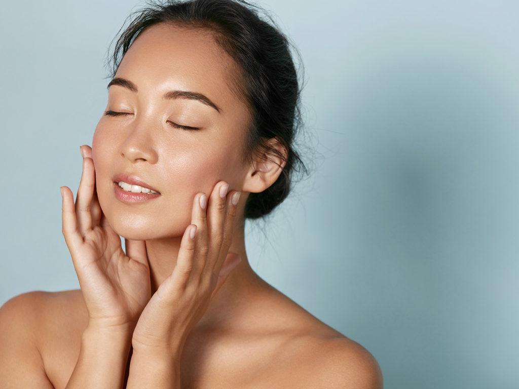 Auch im Gesicht findet ein Muskelabbau durch Alterung statt