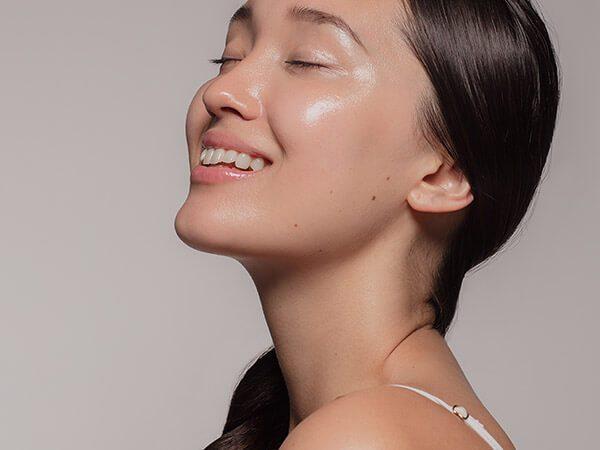 Merkmale fettiger Haut im Gesicht